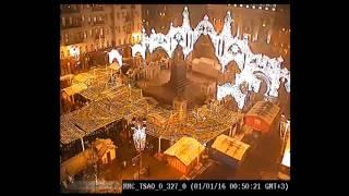 Москва в новогоднюю ночь Вид Центра с крыш и чердаков через секретные веб-камеры ФСБ которых нет :-)(В прямом эфире в ночь встречи Нового 2016 года можно было посмотреть гуляния народа в окрестностях Красной..., 2016-01-01T10:52:41.000Z)