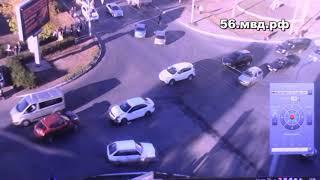 Эксклюзивная видеозапись столкновение автомобилей в Оренбурге на улице Пролетарской