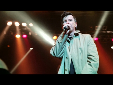 Rick Astley - Never Gonna Give You Up live Boston