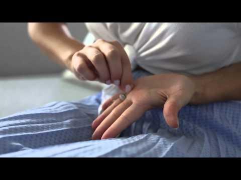 Der Faden-Trick: So zieht ihr einen Ring ohne Gewalt vom zu dicken Finger