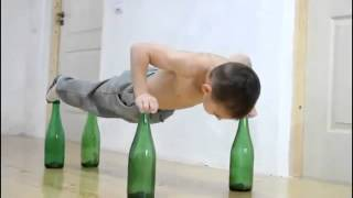 جاكي شان الصغير اقوى طفل في العالم