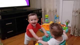 малыши играют в ПРЯТКИ ✅ водные процедуры ✅ жёсткий Аслан ✅ игровой столик ✅ ДАГЕСТАН ТУРЦИЯ