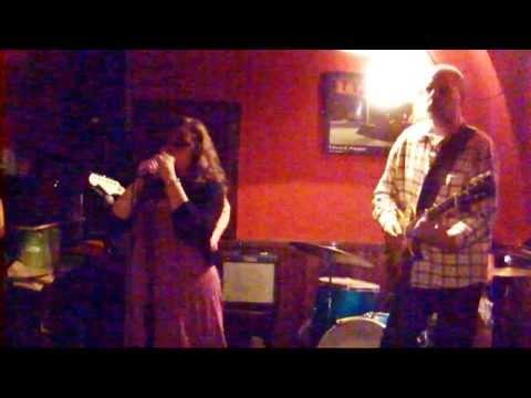 "Alegra Weng sings ""Valerie"" live at Münster Blues Jam"