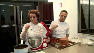 Repeat youtube video Aprenda da receita do Bolo Tenê!