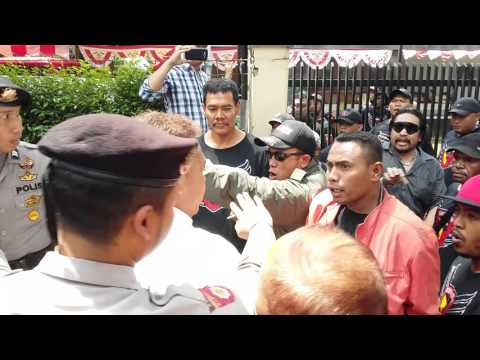 Ricuh Ormas di Jalan Cipaganti No.142 Bandung