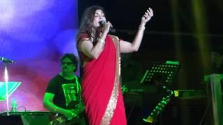 Chand Chupa Badal Mein-Udit Narayan and Alka Yagnik
