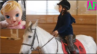 #Езда на лошадях #Анжела в школе верховой езды(В этом видео Стелла - подруга Анжелы - снимет видео о том, как интересна #КоннаяЕзда. Как красивы #ВерховыеЛош..., 2016-05-04T18:59:03.000Z)