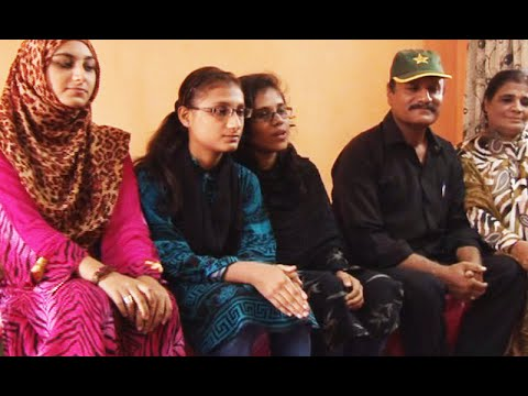 کراچی کی نوجوان گرافکس ڈیزائنرز عزم و حوصلے کی مثال