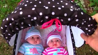 Куклы Пупсики ИГРАЕМ С ДВОЙНЯШКАМИ Мультик для детей Коляска Игрушка