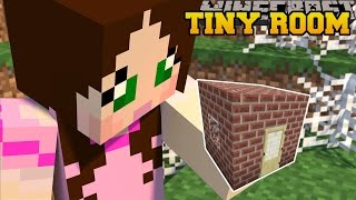 Minecraft: STUCK IN THE SMALLEST ROOM EVER! - FIND THE BUTTON SMALL ROOMS - Custom Map