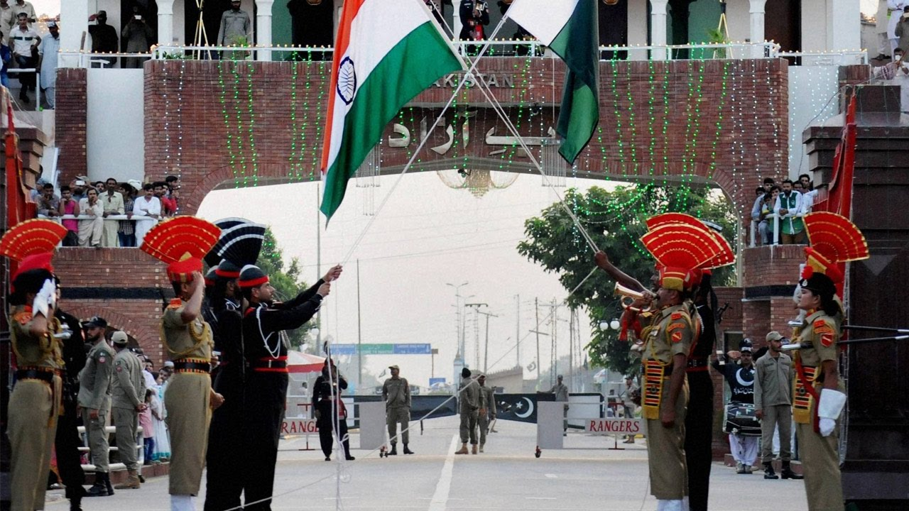 Download Wagah Border retreat ceremony cancelled by BSF after Surgical strikes  Oneindia News