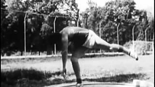 видео Техника толкания ядра со скачка