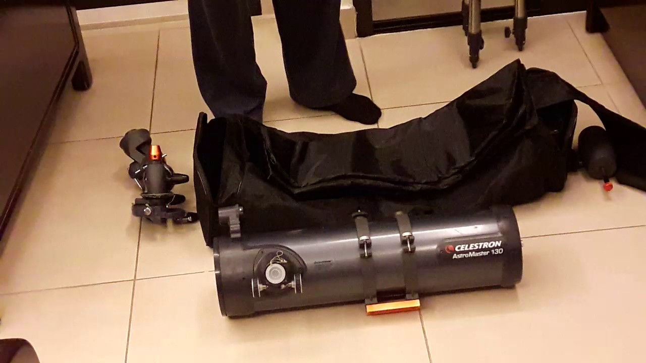 Demonstrating a travel bag for telescope celestron astromaster