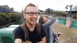 Диснейленд в Париже. Как можно зайти бесплатно. Disneyland Park Paris(Видео о том, как мы бесплатно прошли в Диснейленд в Париже, нас поймали охранники и чем это закончилось., 2016-10-24T18:30:00.000Z)