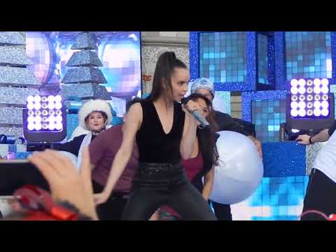 Descendants 2 - Sofia Carson performing Chillin Like A Snowman at Disney Holiday Celebration 2017