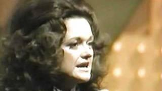 Margo Smith PERFORMS Save Your Kisses For Me - (The Brotherhood of Man) co-wrt T. Hiller