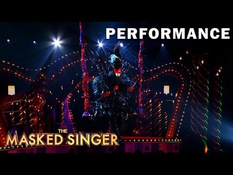 "Black Swan sings ""In My Blood"" byShawn Mendes | THE MASKED SINGER | SEASON 5"