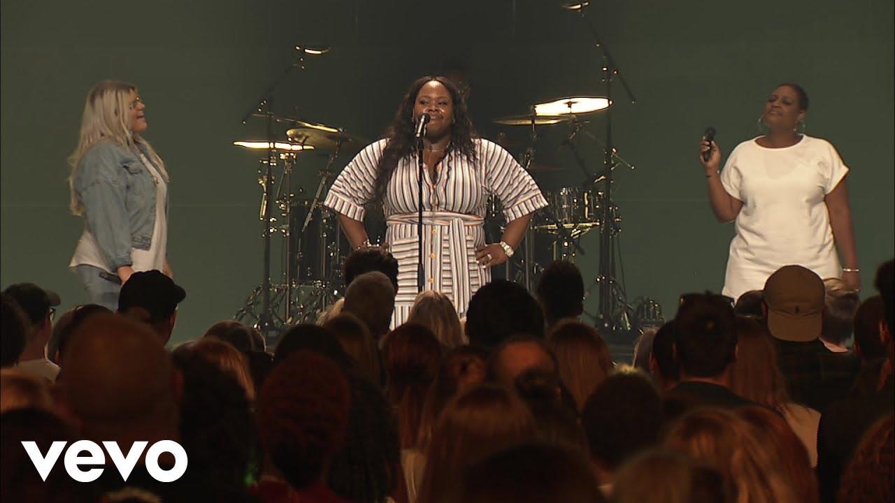 Tasha Cobbs Leonard - God's About To Do It (Live At Passion City Church)