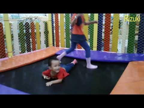 main-trampolin-anak-sehat-untuk-anak-anak