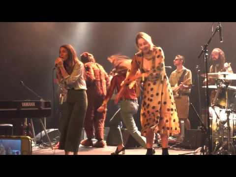 """Haim and Tobias Jesso Jr performing """"Forever"""" at the Fonda theater 10.30.15"""