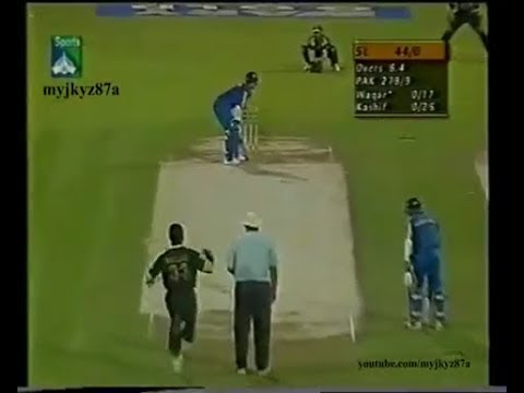 Waqar Younis Vs Sanath Jayasuriya - Two Cracking Fours & then a GREAT BALL - Sharjah 2001