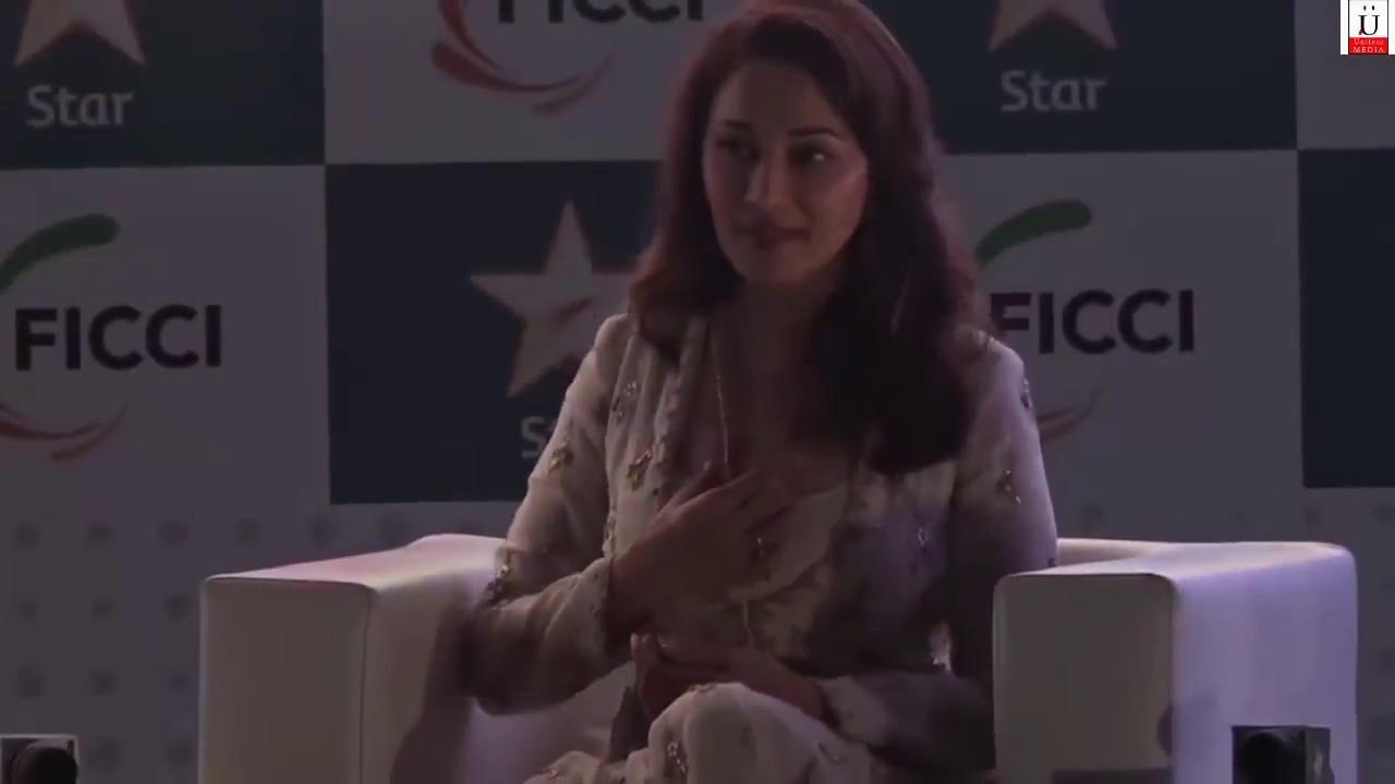 Bipasha Basus SHOCKING Wardrobe MALFUNCTION at Life OK Screen Awards 2014 - YouTube