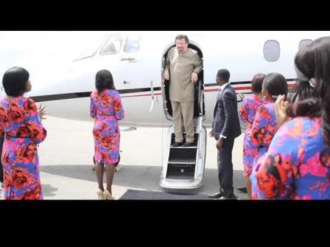 Dr. Mike Murdock Arriving in Nigeria 2015 / @drmikemurdock