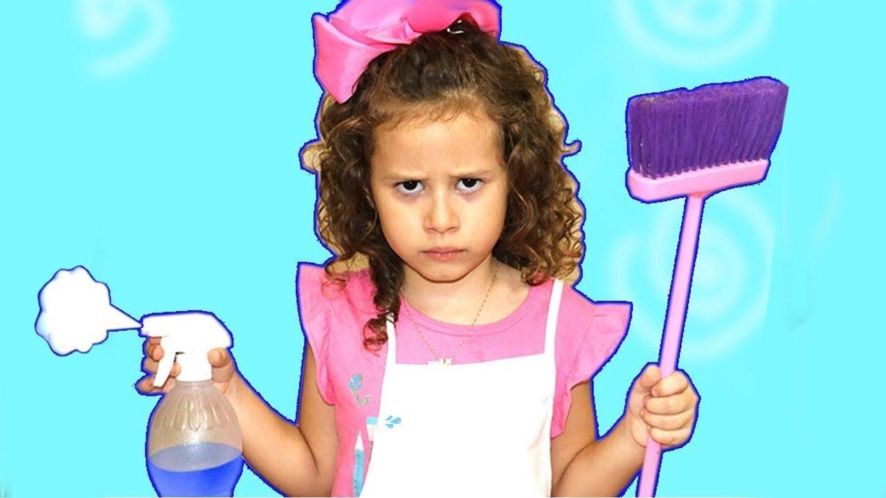 Valentina brinca de limpar a casa ! Kids Pretend Play with Cleaning Toys!