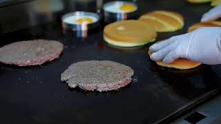 Making of a Burger   Loaded Restaurant, Dubai