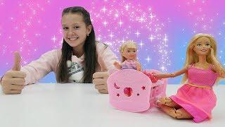 видео: Кукла Барби стала нянеи. Видео для девочек.