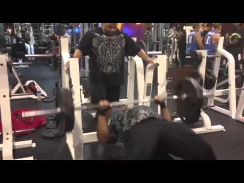 TJ hulk 225 flat bench 34 reps