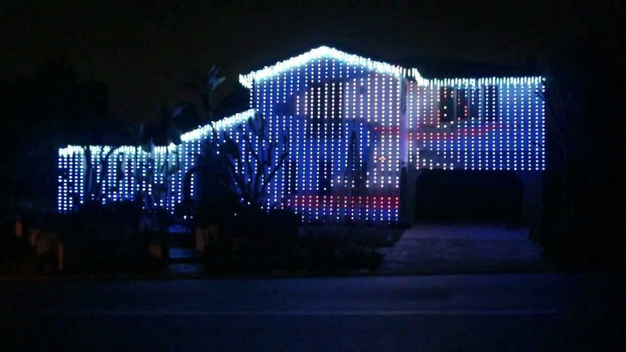 Snoopy's Christmas Lights Show (30 Foot Tall Flying Snoopy!) - YouTube