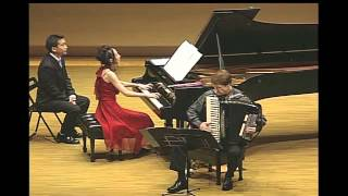 素敵なピアニスト下山静香さん。 裸足のピアニストとしても有名です。 ...