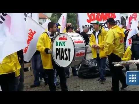 Protest związkowców na pl. Trzech Krzyży przed budynkiem Ministerstwa Gospodarki