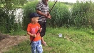 Дедушка с внуком на рыбалке!!!РЖАКА!!!!!