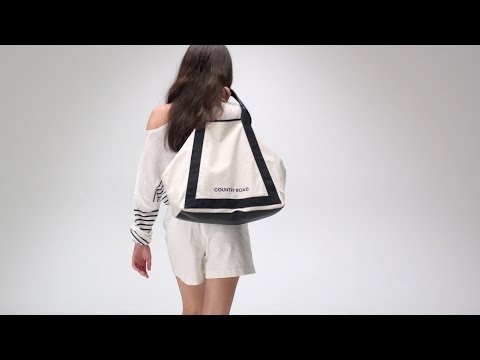Simple Things: carried away with Bridget Malcolm and Natasha Liu Bordizzo streaming vf