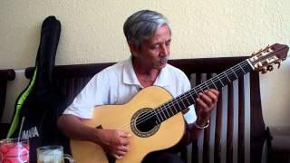 THU VÀNG ( Cung Tiến ) on Guitar.
