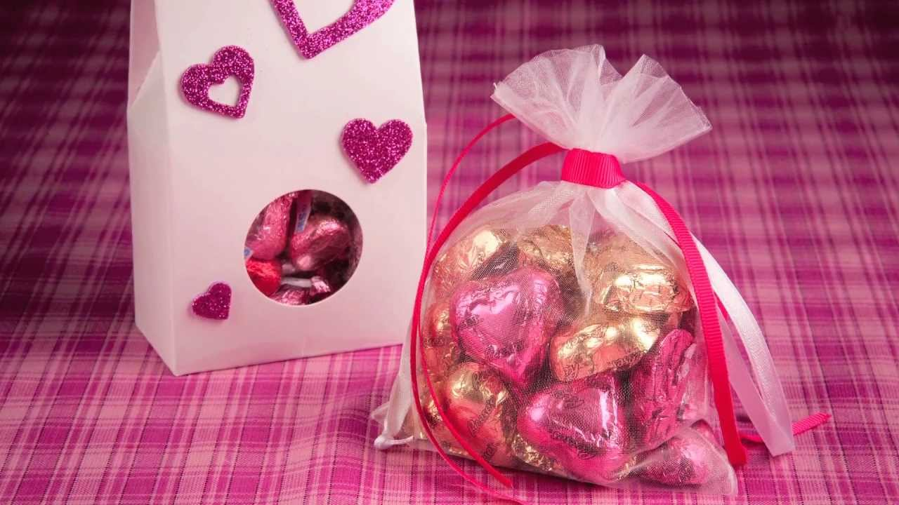 HERSHEY\'S - Valentine\'s Day Craft - HERSHEY\'S Treat Bags - YouTube