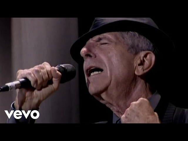 Leonard Cohen canta Hallelujah, un himno de 1984
