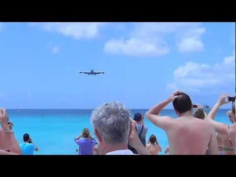 Amazing Landing at Princess Juliana Airport, St. Maarten. (KLM ASIA)
