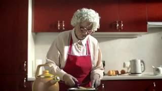 Прикол! Бабушка так и не догадалась о назначении вибратора!