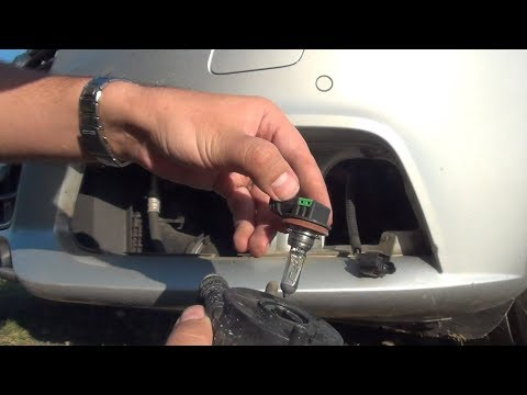 Audi A4 B8 – How to replace the fog light (projector) bulb