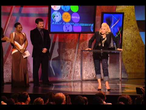 Gwen Stefani Wins Favorite Pop/Rock Female Artist - AMA 2005
