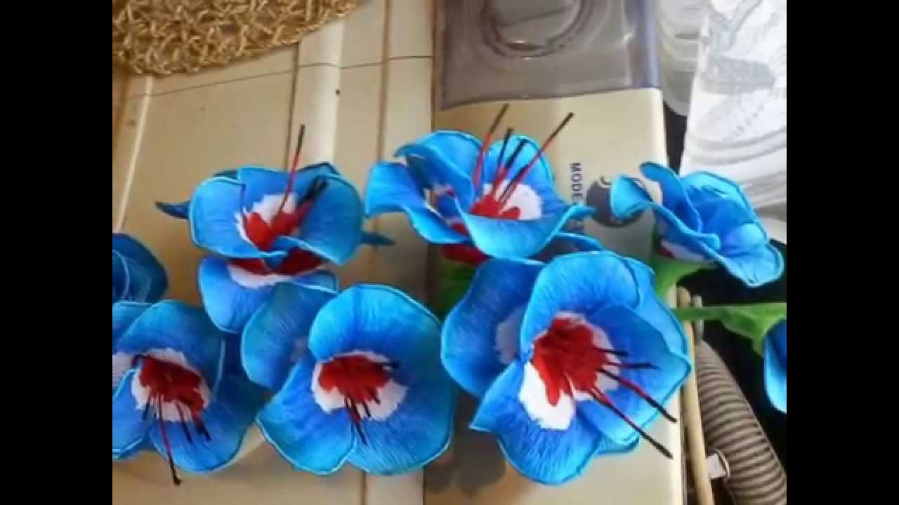 Kwiaty Z Krepiny Youtube Paper Flowers Paper Crafts Crafts