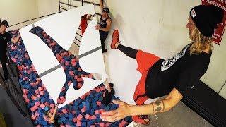 ПРЫЖКИ ЧЕРЕЗ НЕВЕРОЯТНЫЕ ФОРМЫ! ПАРКУР ЧЕЛЛЕНДЖ Jumping Through Impossible Shapes!