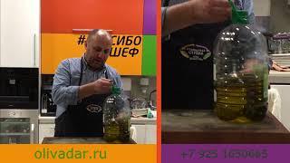 Шеф-повар Илья Лазерсон, выбирает оливковое масло в Оливагифт.