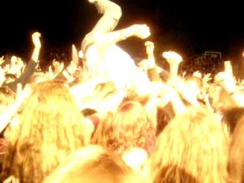 Die Fantastischen Vier- Smudo Stagediving - Populär (live)