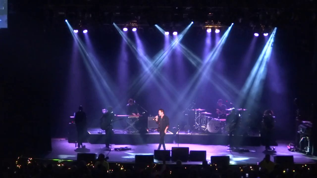 Train - Play That Song - Live from the Paramount 11-28-17 - Shake up Christmas - YouTube