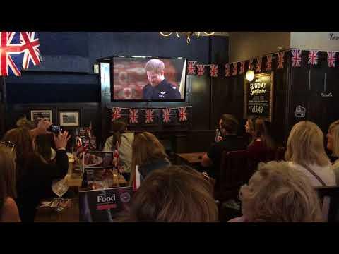 Watching a royal wedding at a pub near Buckingham Palace 19.5.2018