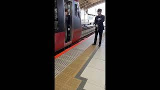 HB E300系 快速海里酒田行き ドア開合図~ドア開 @新潟駅